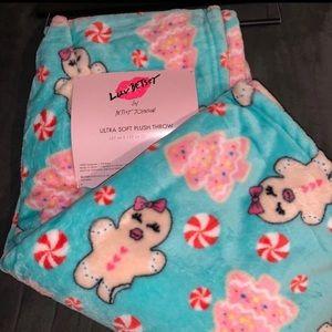Betsey Johnson oversized ultra soft plush blanket